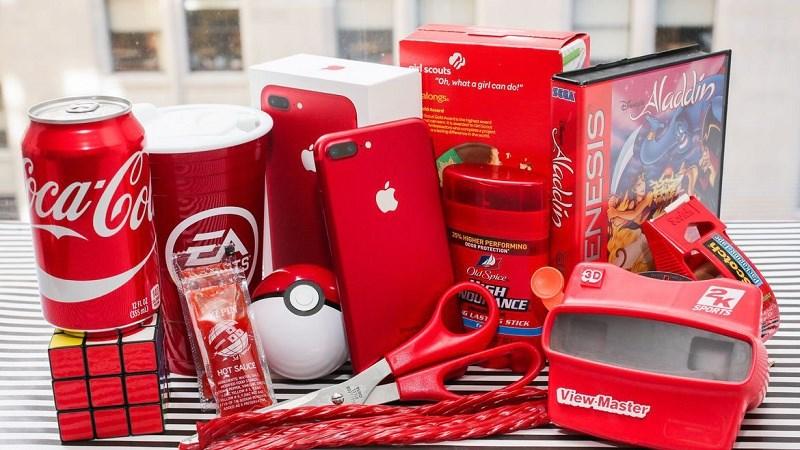 Thú vị với bộ ảnh iPhone 7 Plus Red đặt cạnh những vật dụng quen thuộc