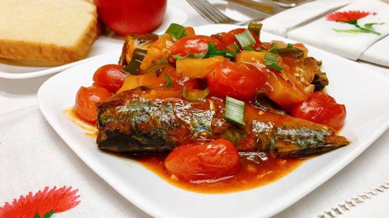 Chỉ với 5 phút là bạn đã có ngay một nồi cá hộp sốt cà chua thơm ngon