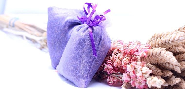Túi thơm hoa oải hương được làm từ tinh dầu hoa oải hương