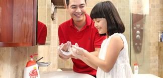 Phòng tránh đau mắt đỏ với nước rửa tay hàng ngày