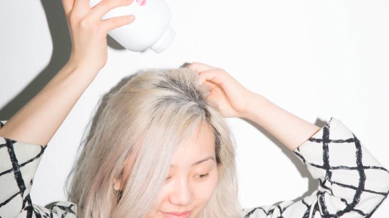 Phấn rôm trị tóc bết dầu