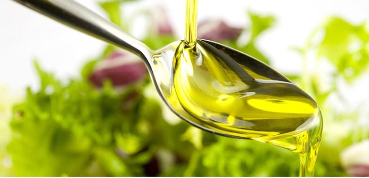 Tại sao nên cho trẻ ăn dầu ăn?