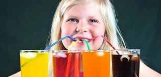 Tác hại khi trẻ uống nhiều nước ngọt