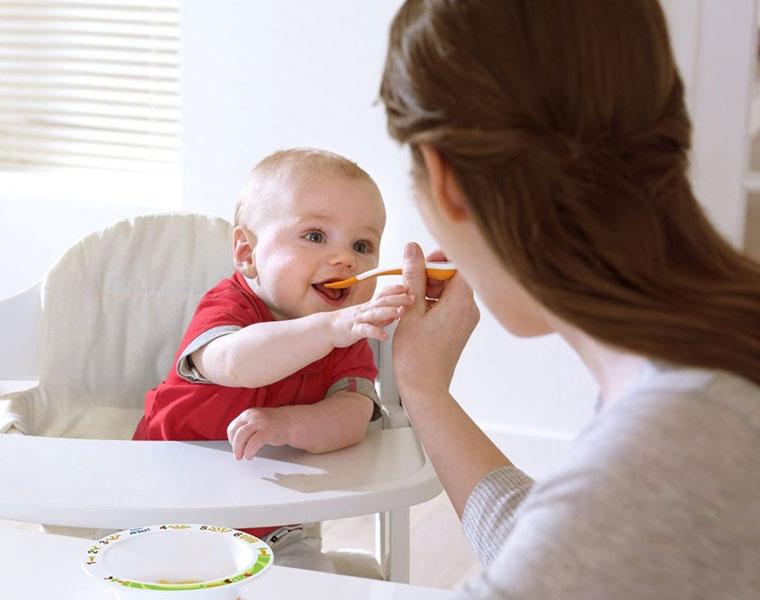 Các nguyên tắc mẹ cần biết khi cho trẻ ăn dặm bằng bột ăn dặm