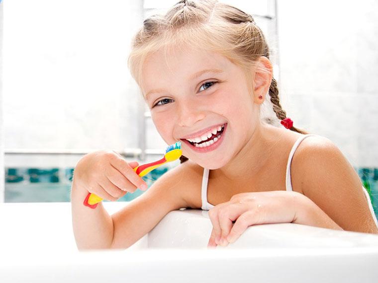 Dùng kem đánh răng không chứa flour có khiến trẻ bị sâu răng