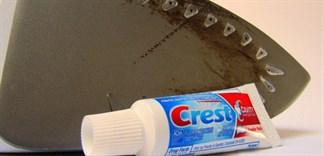 Cách tẩy vết cháy trên mặt đế bàn ủi với các nguyên liệu có sẵn tại nhà