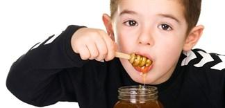 Có nên cho trẻ sử dụng mật ong