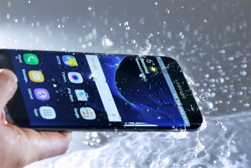 Điện thoại chống nước: Không cẩn thận cũng hư như chơi