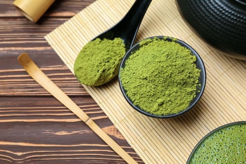Cách sử dụng bột trà xanh trị mụn một cách hiệu quả nhất