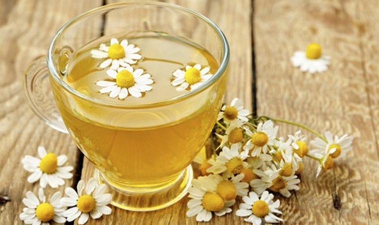 Mẹo hạ sốt nhanh cho bé từ trà hoa cúc