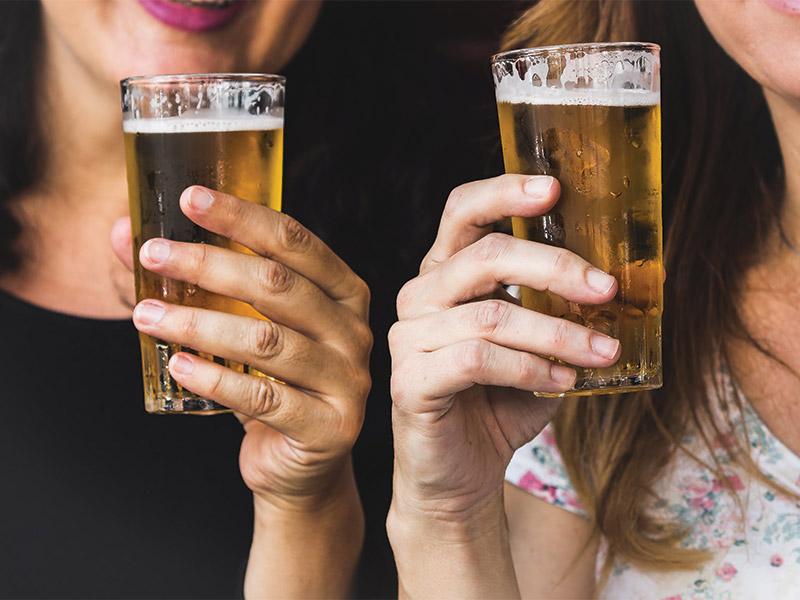 Uống bia sẽ giúp mẹ bầu lợi tiêu hóa, đẹp da