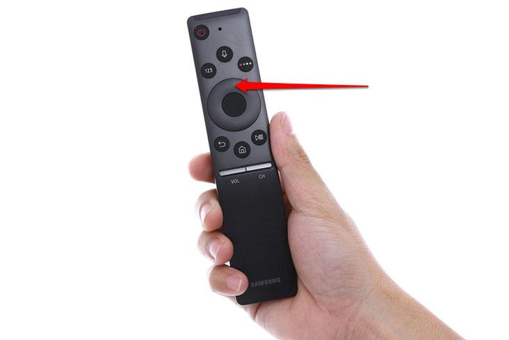 Chọn mũi tên lên trên remote