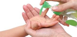 Có nên dùng nước rửa tay khô cho trẻ để phòng chống virus