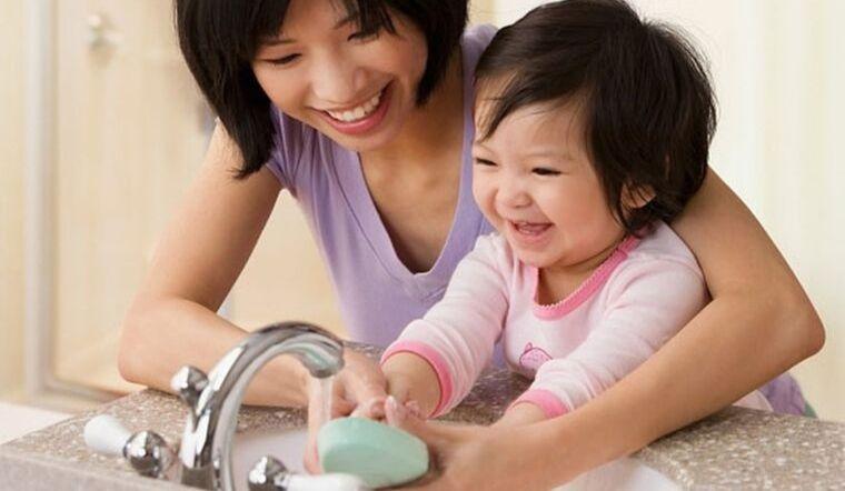 Hướng dẫn bé 6 bước rửa tay sạch khuẩn với nước rửa tay