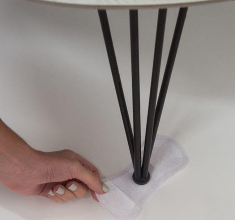 Làm miếng lót dưới chân bàn, ghế 