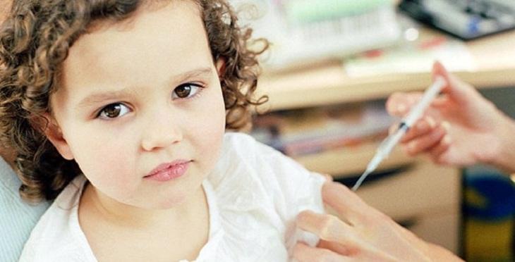 Trẻ em bị tiểu đường phải được tiêm insulin để hỗ trợ chuyển hóa đường trong cơ thể