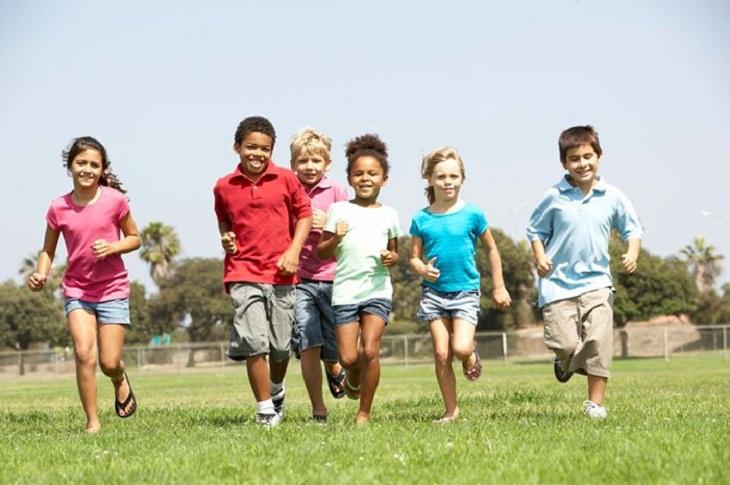 Nên khuyến khích trẻ tập luyện thể dục thể thao