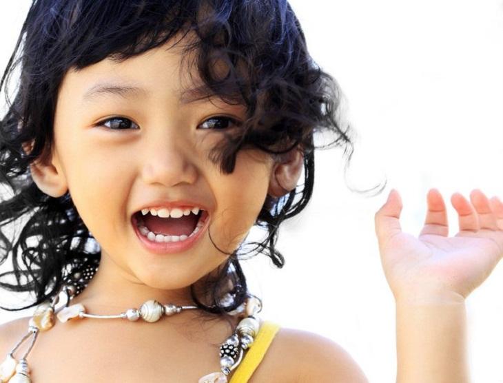 Sử dụng nước súc miệng đúng cách sẽ giúp răng bé chắc khỏe, hơi thở thơm mát