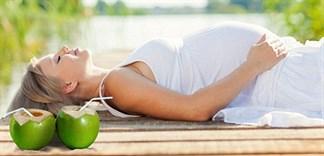 Bà bầu uống nhiều nước dừa sẽ tốt cho thai nhi?