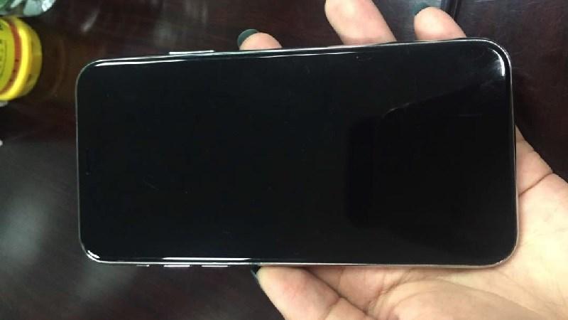 iPhone 8 bỗng dưng lộ ảnh mọi góc cạnh trên tay người dùng