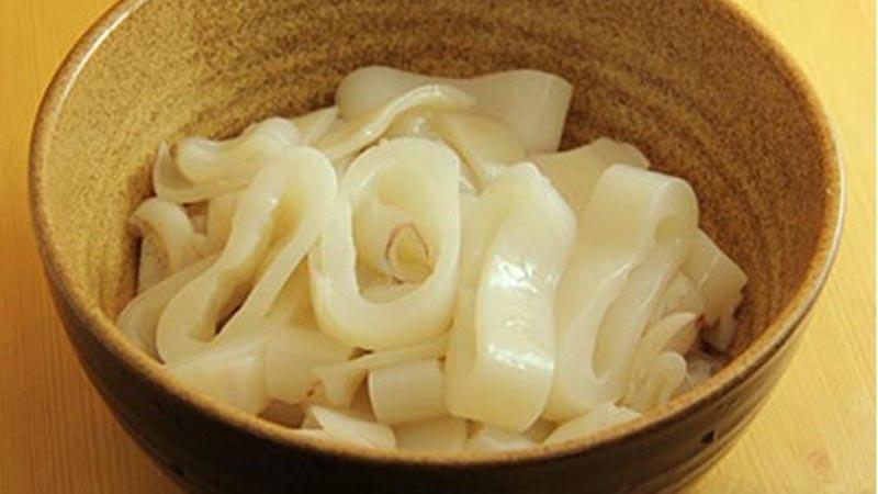 Cách nấu cháo mực tươi với cà rốt bổ dưỡng cho bé