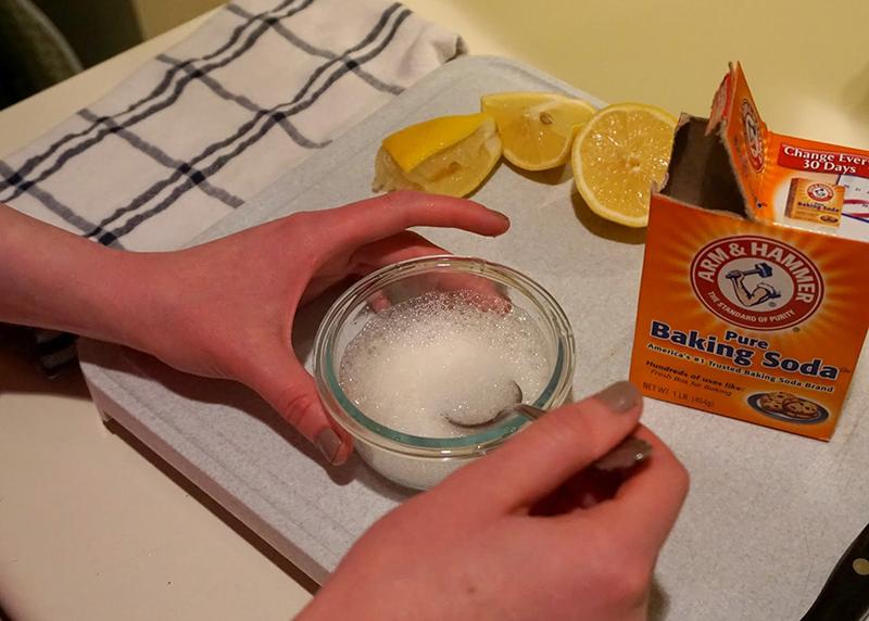 Làm thuốc tẩy bồn cầu tự nhiên tại nhà