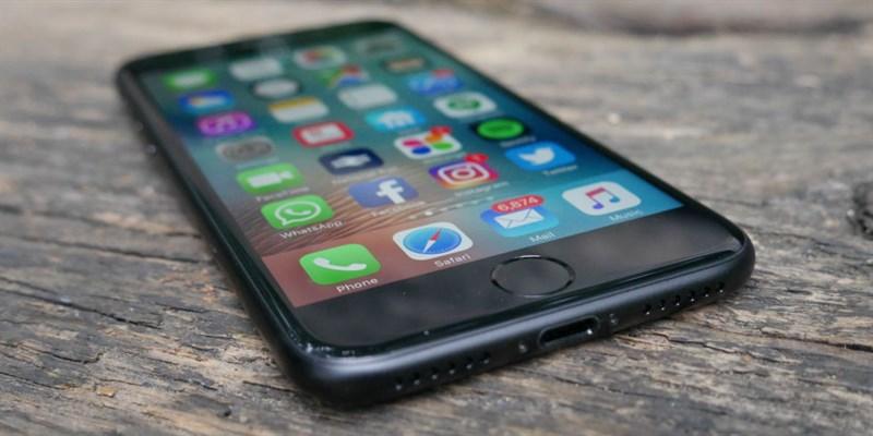 Cuối tháng 9 năm ngoái, Apple đã quyết định bỏ dòng iPhone với bộ nhớ 16GB.  Kể từ iPhone 7 trở đi, chúng ta đã có phiên bản bộ nhớ trong 32GB, ...