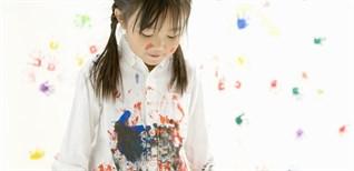 Mẹo xử lý vết bùn đất cứng đầu trên quần áo cực dễ