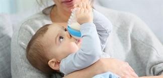 Sai lầm khi cho bé uống sữa bột mẹ nên tránh