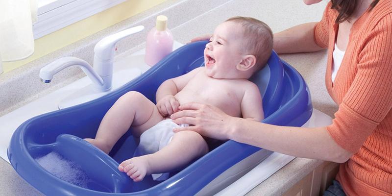 Tắm cho trẻ sơ sinh vào mùa hè - mẹ cần lưu ý!