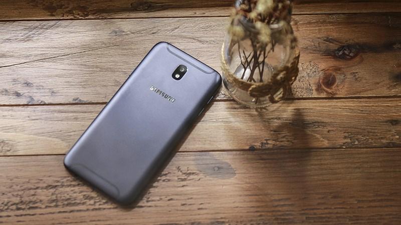 Trên tay Galaxy J7 Pro màu đen