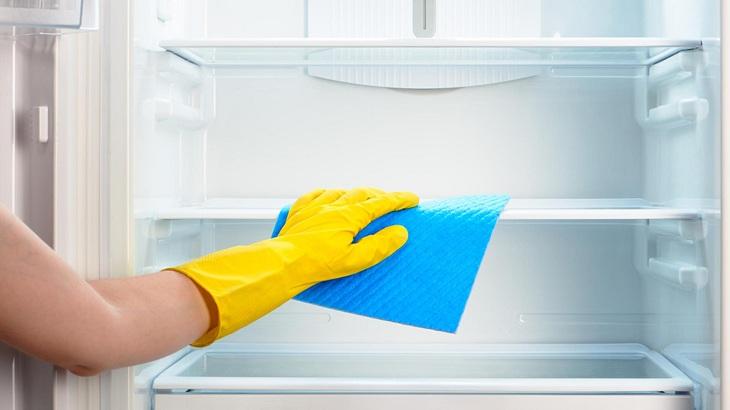 Vệ sinh tủ lạnh thường xuyên