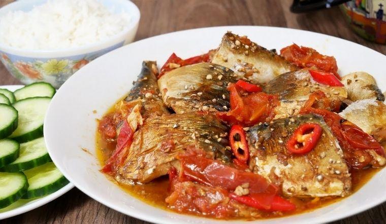 Cách kho cá nục với cà chua thơm ngon