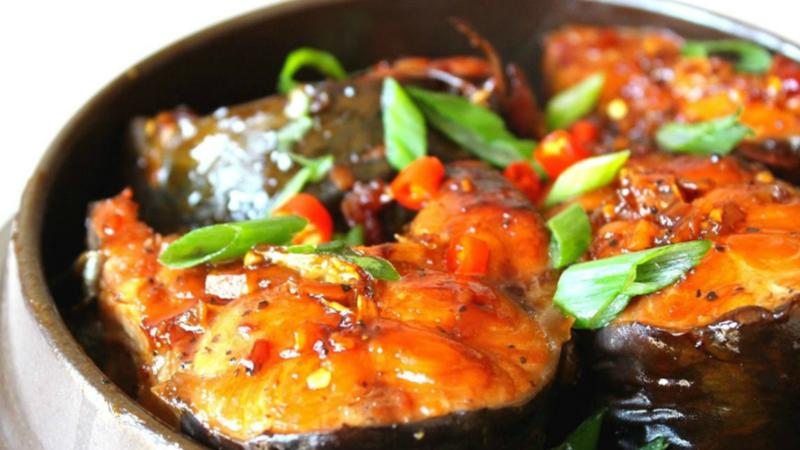 Nêm chất chua để cá mau nhừ