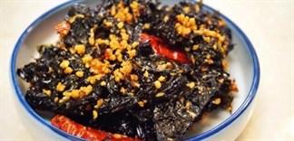 Cách làm rong biển cháy tỏi ăn vặt cực ngon