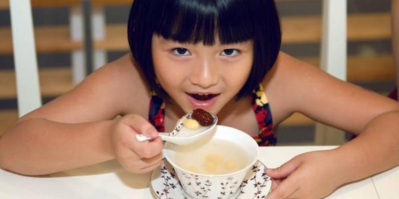 Yến sào chỉ dùng như thực phẩm bổ sung bên cạnh chế độ dinh dưỡng đầy đủ cho bé