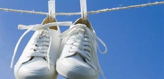 Cách tẩy vết ố vàng trên giày trắng tại nhà