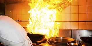 Không muốn bếp gas cháy nổ, tránh 5 thói quen sau đây