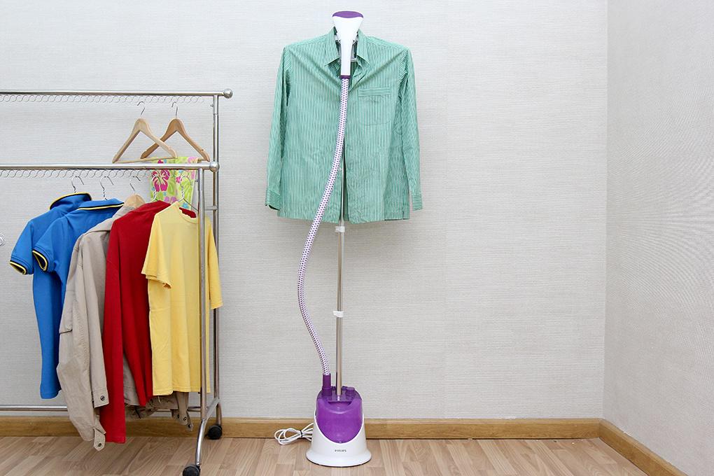 Cách ủi quần áo treo cực nhanh