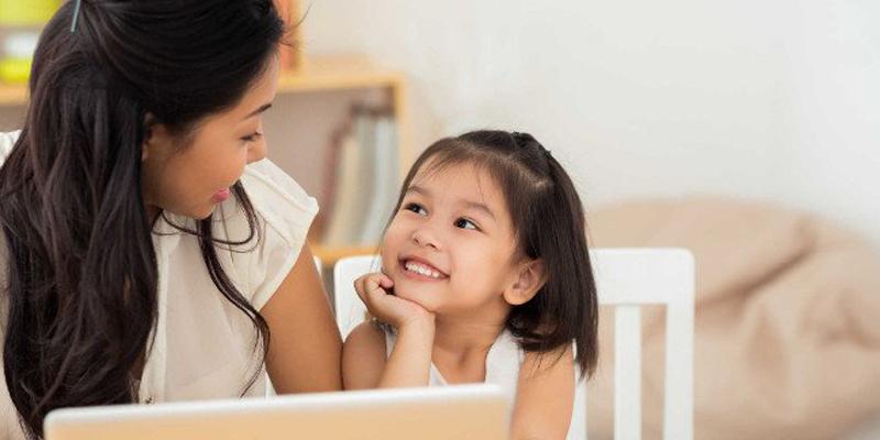 Hãy dành thời gian quan tâm và chia sẻ cùng bé