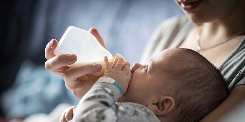 Mẹ có được đổi loại sữa cho trẻ sơ sinh không?