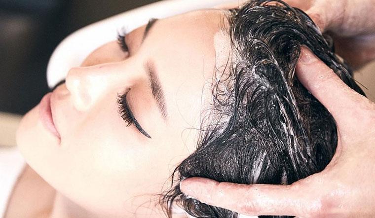 Dầu gội làm đen tóc có hại không?