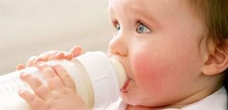 Có nên cho trẻ uống sữa công thức?