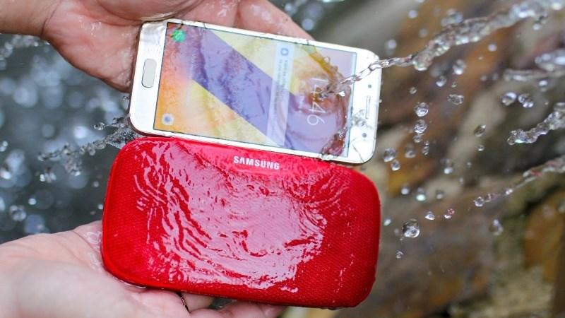 Samsung Galaxy A3 (2017) có khả năng chống nước