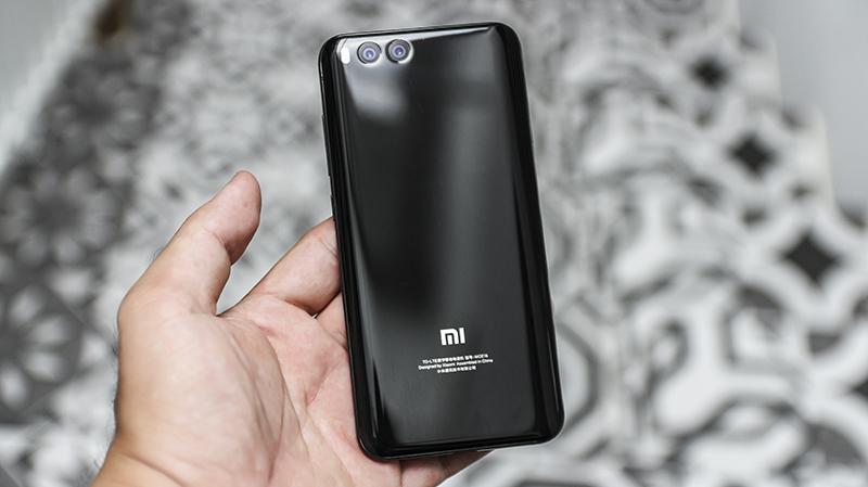Điện thoại thông minh Mi 6 RAM 6GB, Snapdragon 835, máy ảnh kép 12MP zoom quang học sắp bán chính hã