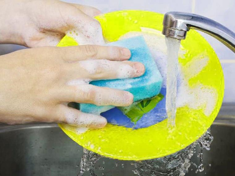 Cách làm sạch đồ dùng bằng nhựa