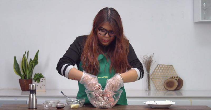 Cách làm xíu mại trứng cút sốt cà chua cực ngon