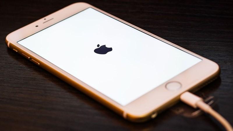 5 bí quyết giúp bạn sạc pin trên iPhone tốn ít thời gian