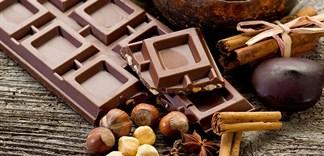 Ăn socola có làm bạn nổi mụn?