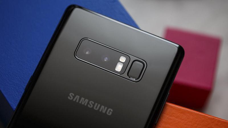 So sánh Galaxy Note 8 và iPhone 8